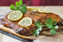 Łosoś z pietruszką: pyszne i delikatne danie z grilla