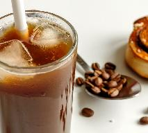 Kawa z lodem na upały - przepis na orzeźwiającą frappe