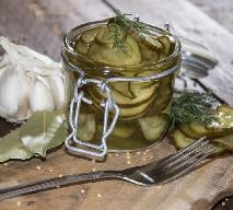 Szwedzka sałatka z ogórków: przepis na ogórki do słoika