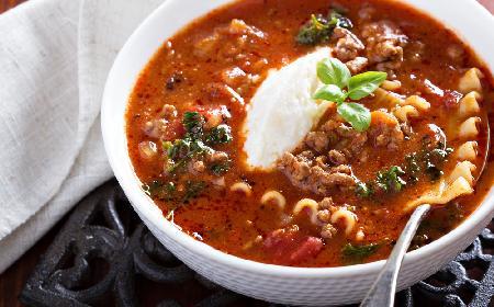 Zupa lasagne z mięsem mielonym