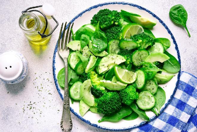 Sałatka z zielonych warzyw