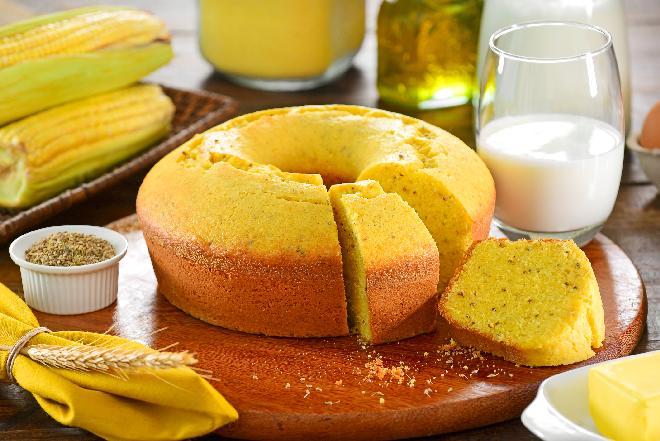 Ciasto kukurydziane z rumem: przepis na pyszne ciasto