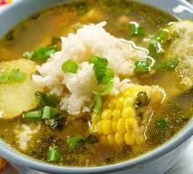 Sycąca zupa z kurczakiem i ryżem na kwaśno: przepis na peruwiańskie AGUADITO DE POLLO