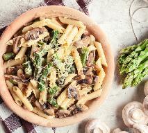 Makaron ze szparagami i pieczarkami: łatwy przepis na obiad w 15 minut