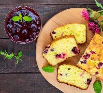 Domowe ciasto jogurtowe z czarną porzeczką: łatwy przepis na idealny podwieczorek
