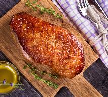 Pieczona pierś z gęsi: przepis jak upiec soczyste piersi gęsi z chrupiącą skórką