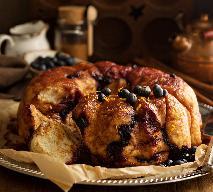 Babka drożdżowa z jagodami i szafranem - przepis na ciasto jagodowe [WIDEO]
