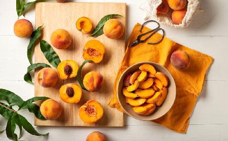 19 super pomysłów na brzoskwinie - przepisy na desery, przetwory i sałatki z brzoskwiniami
