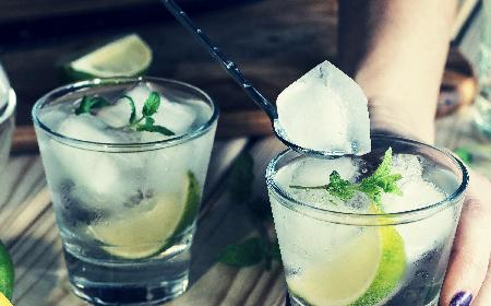 5 najpopularniejszych drinków z wódki: przepisy na Krwawą Mary, cosmopolitan i nie tylko!
