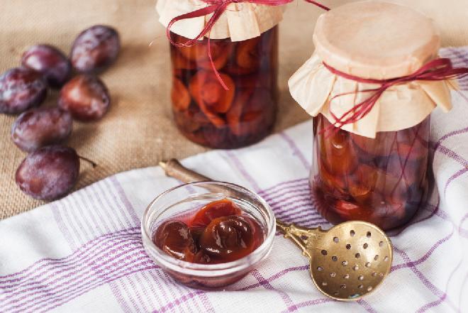 Tradycyjne śliwki marynowane - stary, sprawdzony przepis
