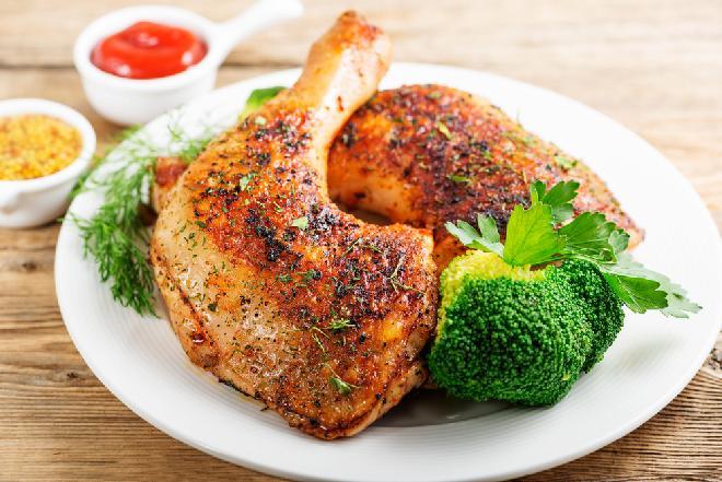 Idealne ćwiartki kurczaka z chrupiącą skórką: przepis na pieczone nóżki